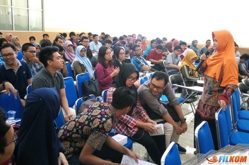 01_Interaksi_dengan_mahasiswa_dalam_pemaparan_Fitri