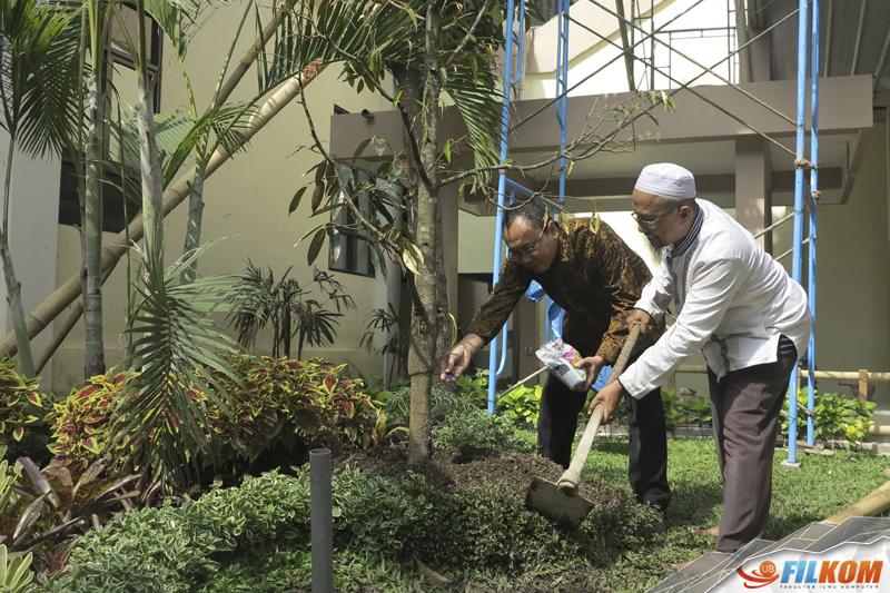 01_penanaman_pohon_durian_filkom_ub