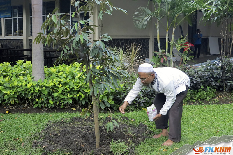 03_penanaman_pohon_durian